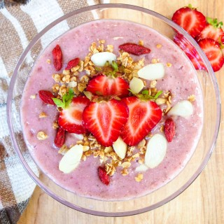 Healthy Strawberry Cheesecake Smoothie Bowl